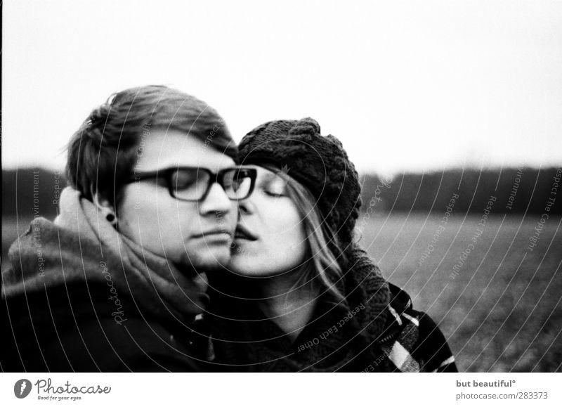 heimat° Mensch Jugendliche Erwachsene Liebe Junge Frau feminin Erotik Gefühle Junger Mann Paar 18-30 Jahre Stimmung Zusammensein maskulin Warmherzigkeit