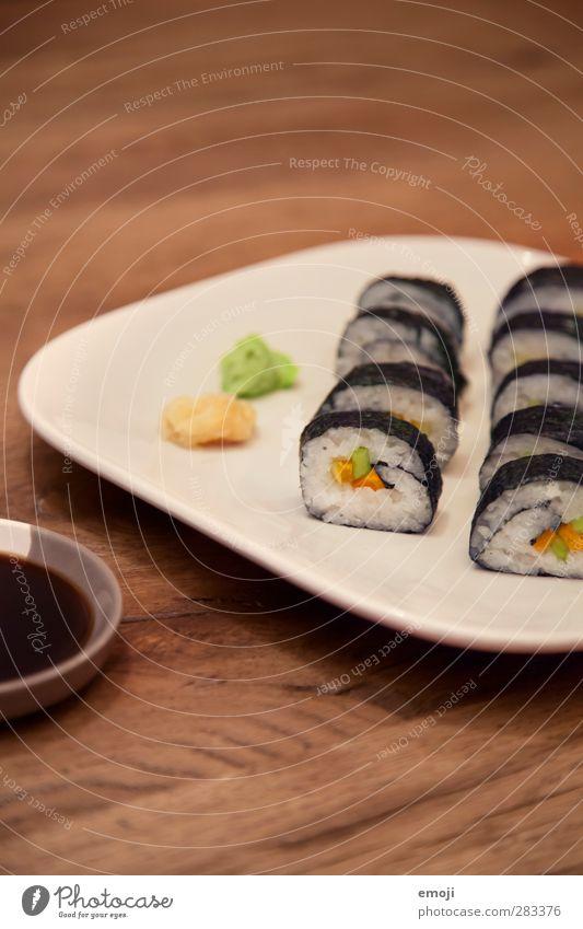 veganes Sushi Fisch Ernährung Vegetarische Ernährung Diät Fingerfood Teller exotisch lecker Farbfoto Innenaufnahme Menschenleer Textfreiraum oben