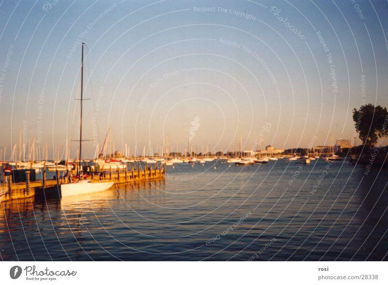 Abenstimmung am Michigan Lake Chicago See Sonnenuntergang Wasserfahrzeug Nordamerika Abend Küste