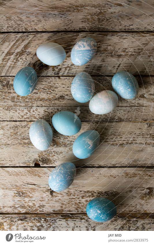 Blaue Ostereier auf rustikalem Holz, Blick nach oben Dekoration & Verzierung Tisch Feste & Feiern Ostern Handwerk Natur Frühling Blume blau türkis Farbe