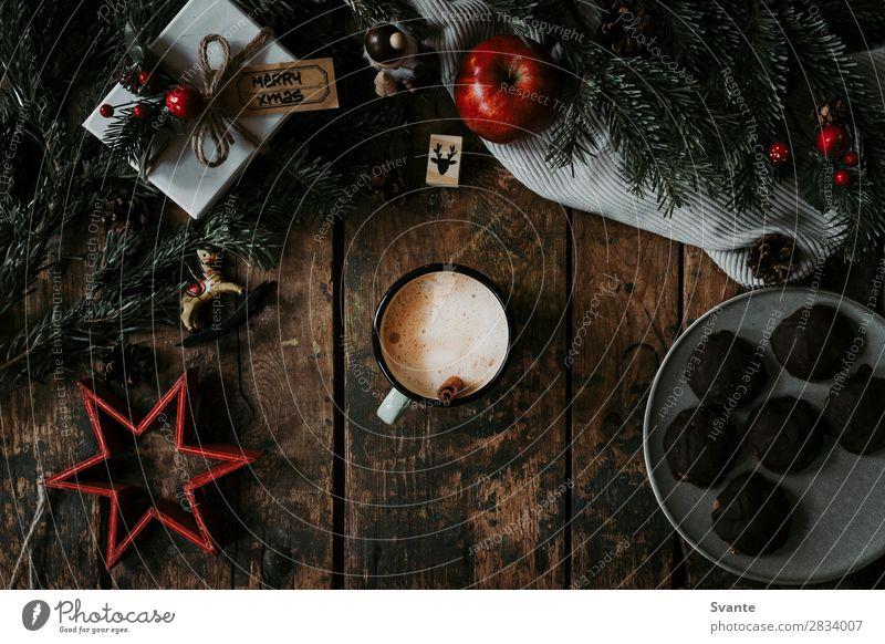 Tasse Kaffee und Weihnachtsdekoration Heißgetränk Kakao Latte Macchiato Espresso Lifestyle Stil Design Freude Dekoration & Verzierung Feste & Feiern