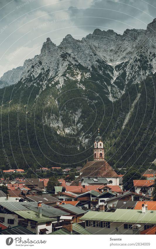Blick auf das Bergdorf Mittenwald Ferien & Urlaub & Reisen Tourismus Ausflug Städtereise Sommer Berge u. Gebirge wandern Landschaft Alpen Deutschland Europa