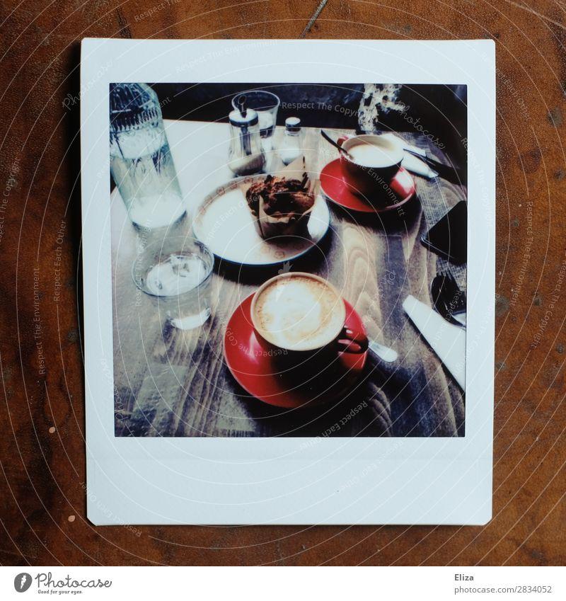 Kaffeepause Kaffeetrinken Muffin retro gemütlich Pause Cappuccino Café Kaffeetisch Gedeckte Farben Lomografie Polaroid Strukturen & Formen Textfreiraum unten