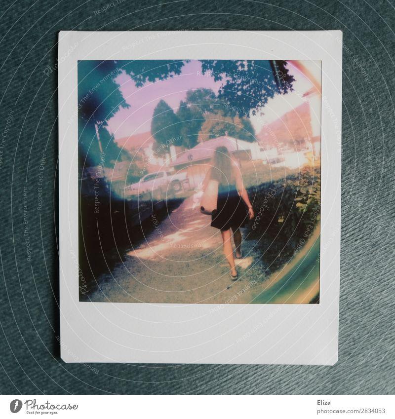 Sommemädchen feminin Junge Frau Jugendliche Schönes Wetter gehen Sommer sommerlich Wege & Pfade Experiment mehrfarbig Außenaufnahme Lomografie Polaroid