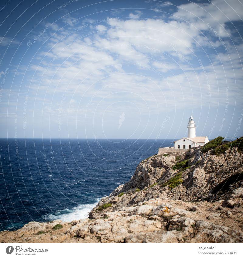Kleiner Leuchtturm Ferien & Urlaub & Reisen Tourismus Ausflug Ferne Sightseeing Sommer Natur Landschaft Sonne Hügel Felsen Schlucht Wellen Küste Bucht Meer