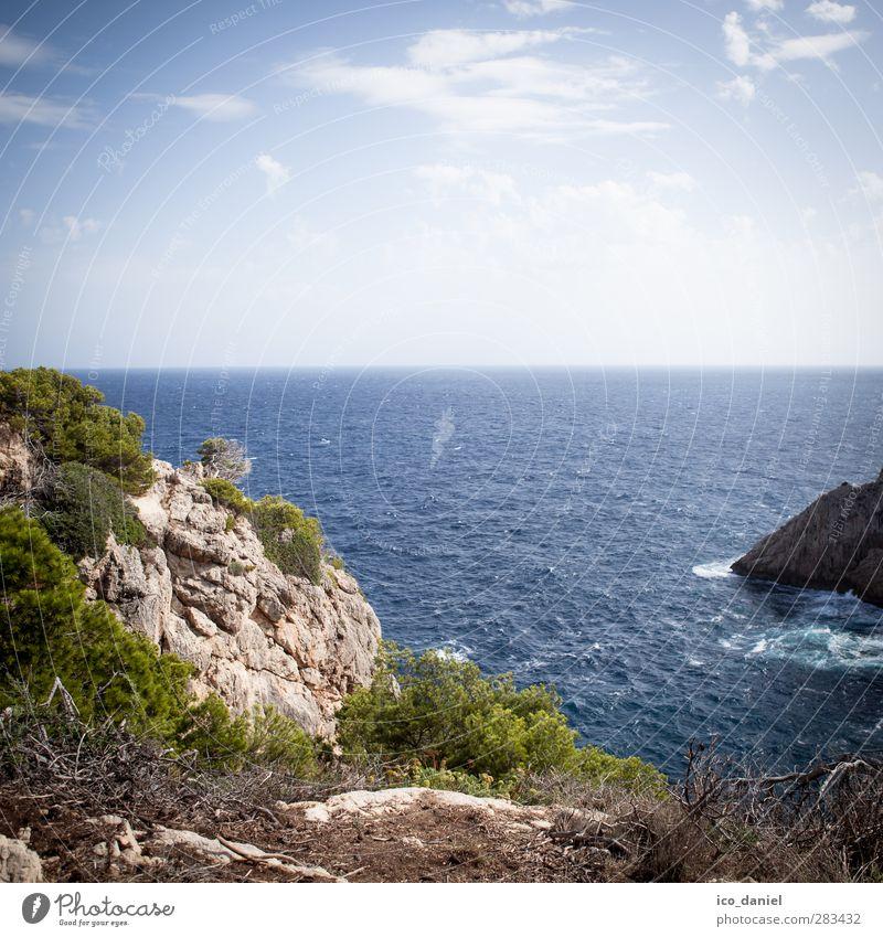 Kleine Bucht Ferien & Urlaub & Reisen Tourismus Ausflug Ferne Sommer Umwelt Natur Landschaft Urelemente Wasser Himmel Horizont Pflanze Sträucher Felsen Küste
