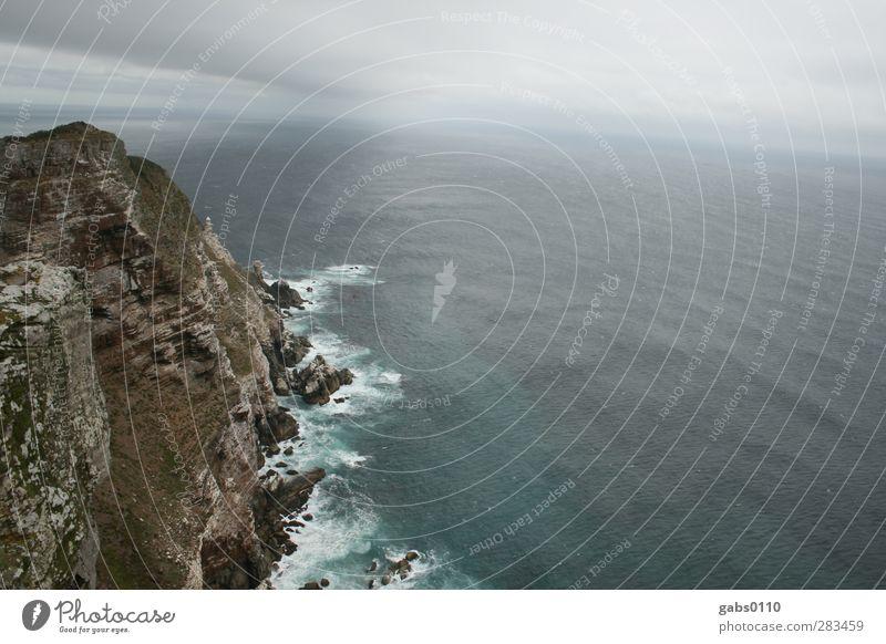 Am Ende der Welt Umwelt Natur Landschaft Urelemente Luft Wasser Erde Himmel Horizont Klima schlechtes Wetter Unwetter Wind Wellen Küste Meer bedrohlich blau