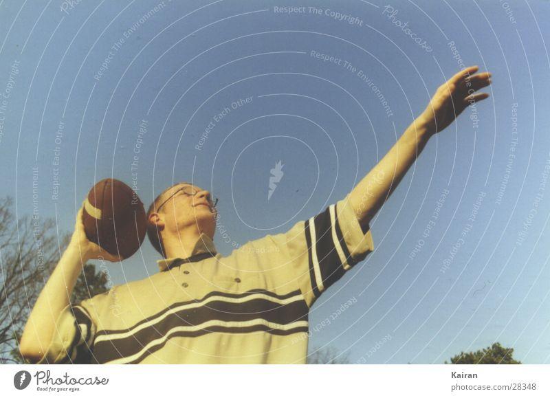 football American Football Michaeliskirche Sommer Mensch paul werfen throw Himmel martin Ball