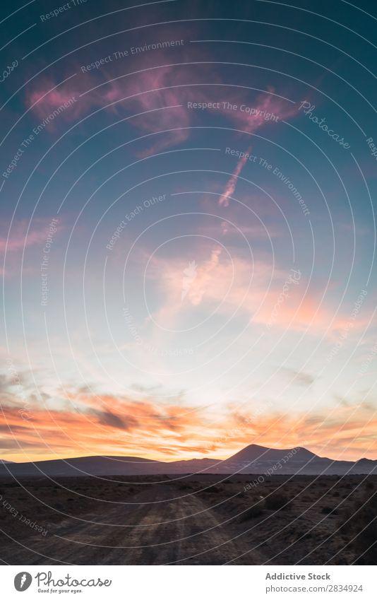Ländliche Straße zu den Bergen Berge u. Gebirge Wolken Natur Landschaft natürlich Felsen Stein Lanzarote Spanien Aussicht Abend Ferien & Urlaub & Reisen