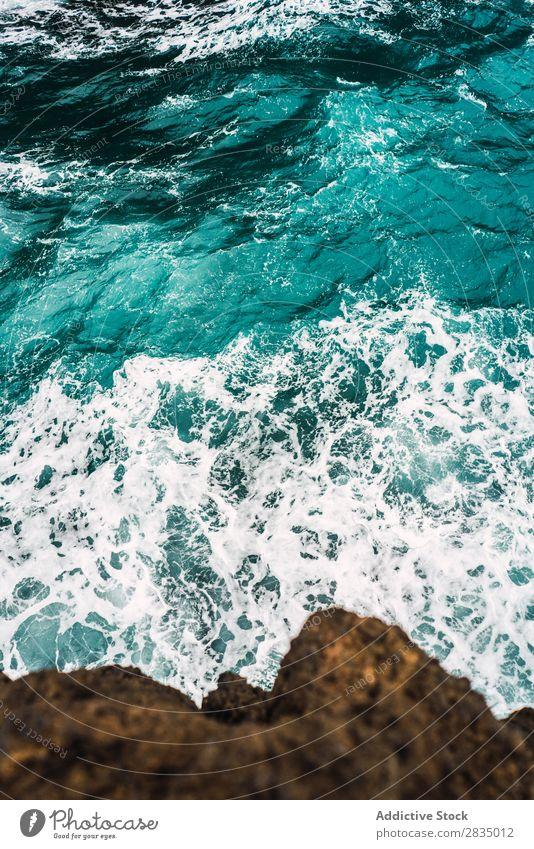Türkisfarbenes Meer und Felsen Wasser türkis Natur Landschaft Klippe Küstenstreifen natürlich Stein Lanzarote Spanien Aussicht wellig Ferien & Urlaub & Reisen