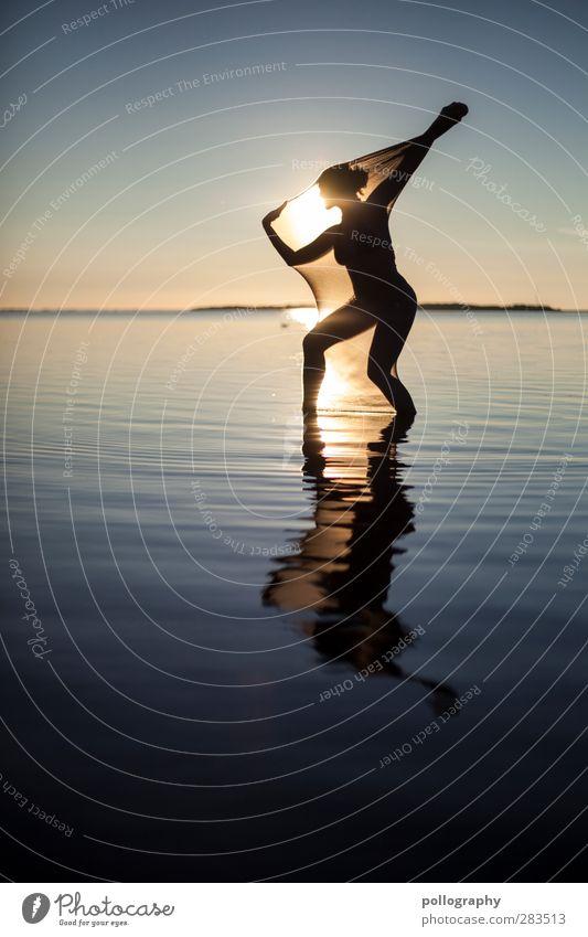 abstract bodies (9) Mensch Frau Natur Jugendliche Wasser Sommer ruhig Landschaft Erholung Erwachsene Junge Frau feminin Leben 18-30 Jahre Horizont Körper