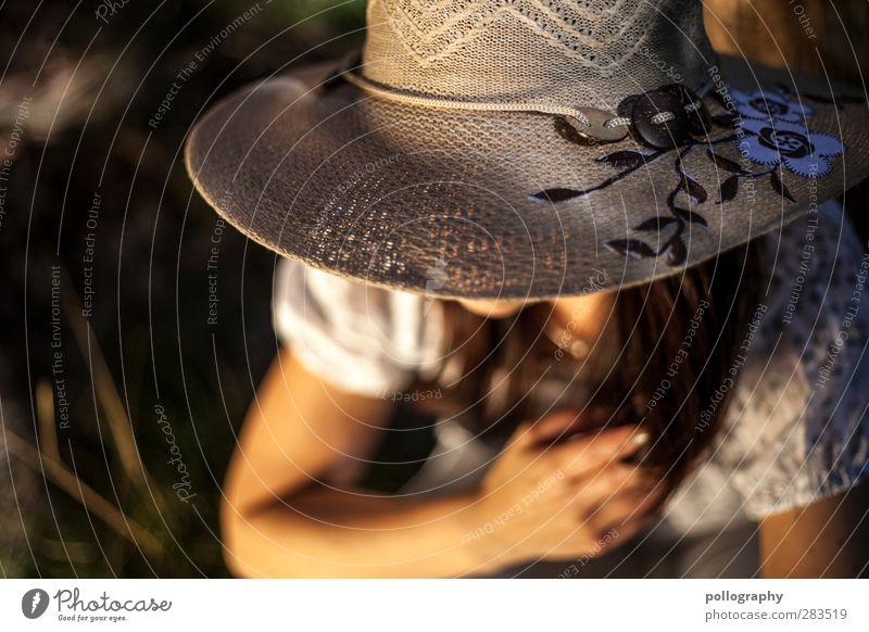 sommerpause Mensch Frau Natur Jugendliche Pflanze ruhig Erwachsene Ferne Wiese Junge Frau feminin Leben Gras Freiheit Garten 18-30 Jahre
