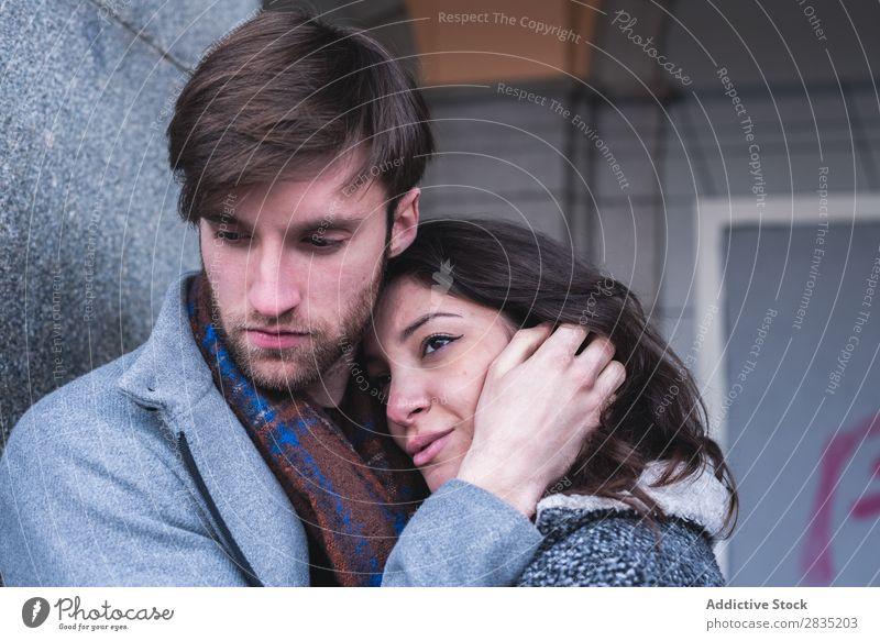 Posing umarmendes Paar Mensch Umarmen Körperhaltung laufen heiter Madrid Spanien Playa Bürgermeisterin Freude Jugendliche Wunsch Frau Mann Liebe Partnerschaft 2