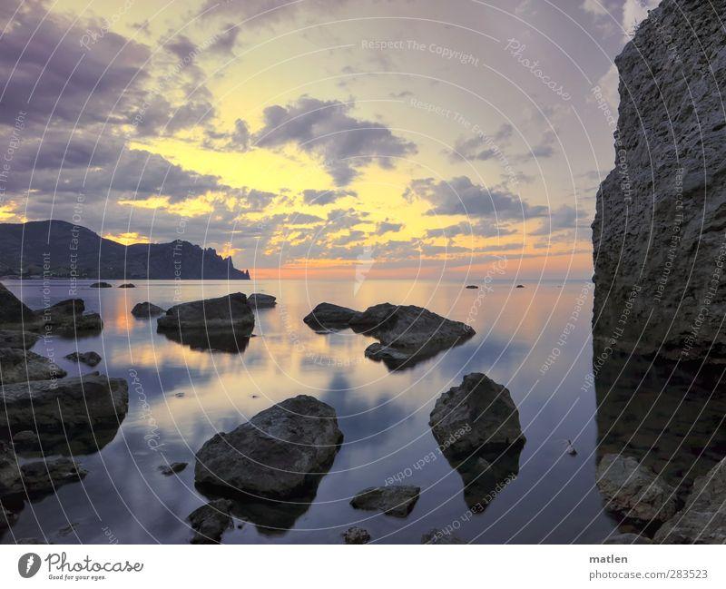 Luft anhalten... Himmel Natur blau Wasser Sommer Sonne Meer Wolken Landschaft gelb Berge u. Gebirge Küste grau Felsen orange Klima