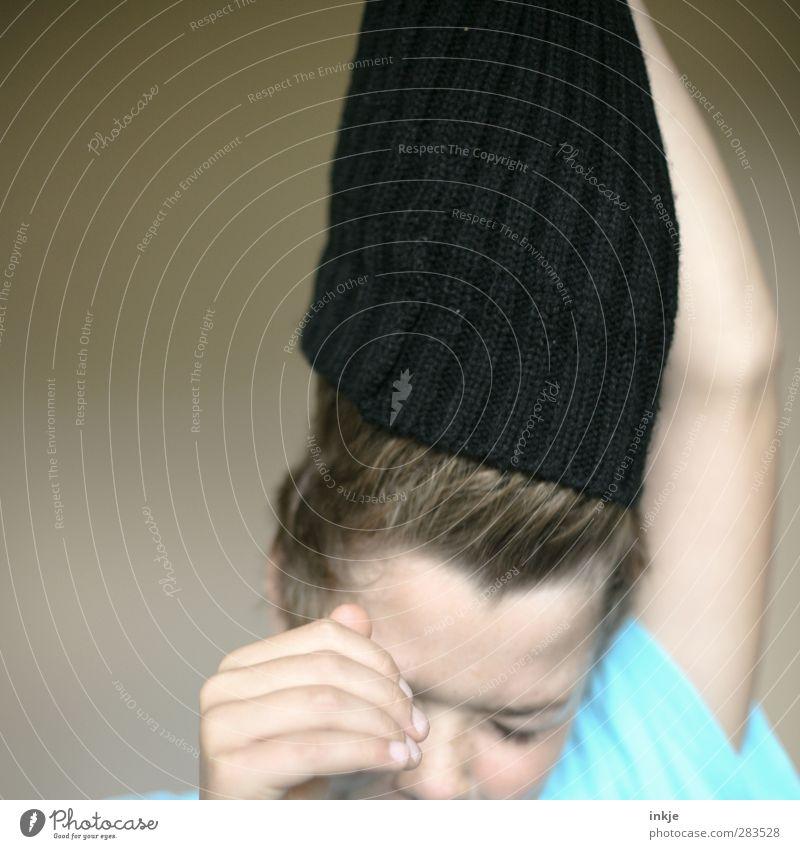 Mützenstreik [ENDE] Stil Gesundheit Junge Kindheit Leben Kopf Kindergesicht 1 Mensch 3-8 Jahre Wollmütze Kopfbedeckung schwarz Gefühle Stimmung Unlust Ekel
