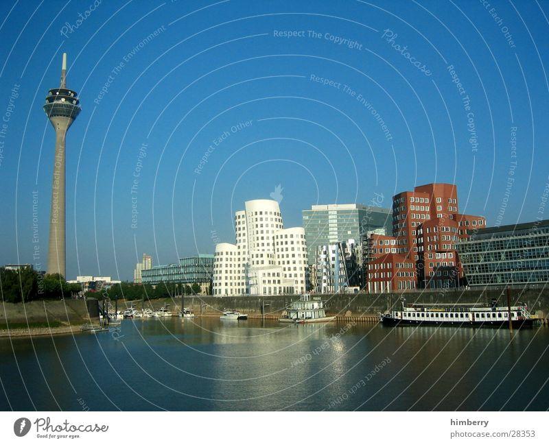 hafengegend Wasser Himmel Haus Gebäude Architektur modern Fluss Turm Hafen Düsseldorf Rhein Nordrhein-Westfalen Gehry Bauten