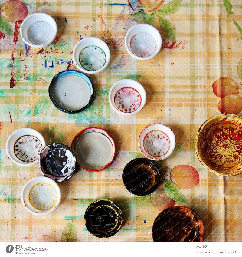 Kunststoff Kinderspiel retro rund mehrfarbig grün orange rot schwarz türkis weiß Verschlussdeckel Farbe Farbenspiel Tischwäsche Muster Streifen Linie Farbfleck
