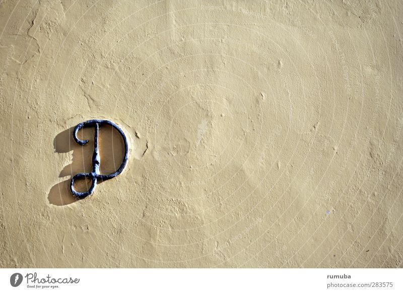 dk | D Haus Gebäude Architektur Mauer Wand Fassade Zeichen Schriftzeichen Identität geschwungen Farbfoto Gedeckte Farben Außenaufnahme Menschenleer