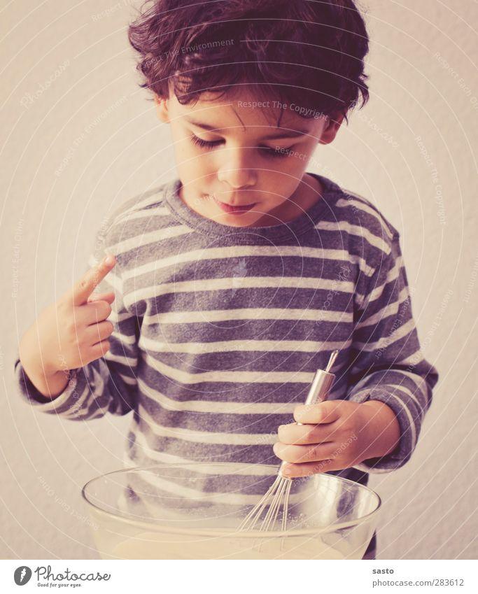 hmmm lecker Milcherzeugnisse Süßwaren Ernährung Schalen & Schüsseln Freude Küche maskulin Kind Junge Kindheit 1 Mensch 3-8 Jahre authentisch süß Wärme braun