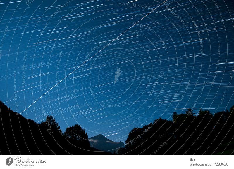 gegen Süden Himmel blau Baum ruhig Landschaft Erholung Berge u. Gebirge Bewegung Zeit Zufriedenheit Luftverkehr Stern leuchten Urelemente Alpen Gipfel