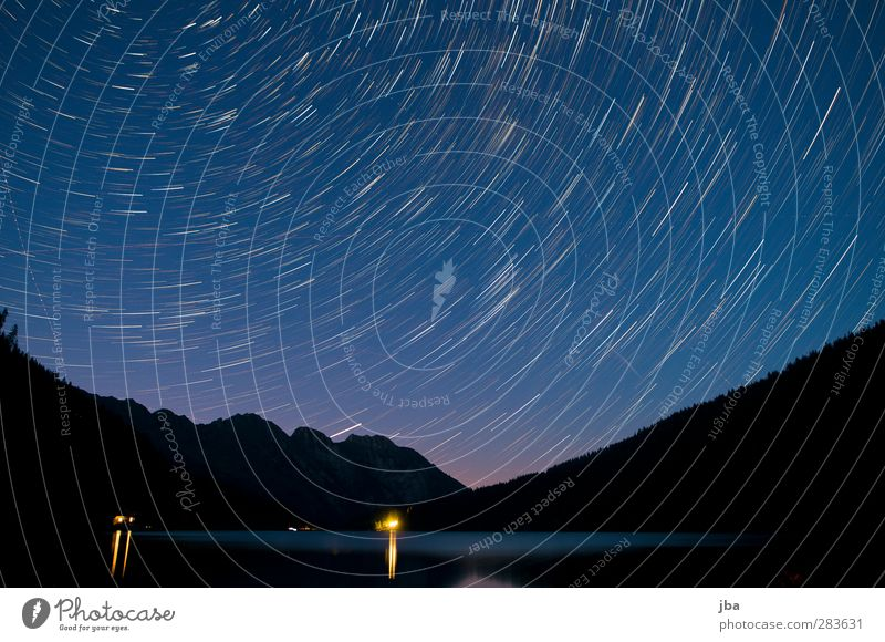 Arnensee blau Wasser ruhig Landschaft Erholung dunkel Berge u. Gebirge Bewegung See Zeit Luftverkehr Stern leuchten Schönes Wetter Urelemente Alpen