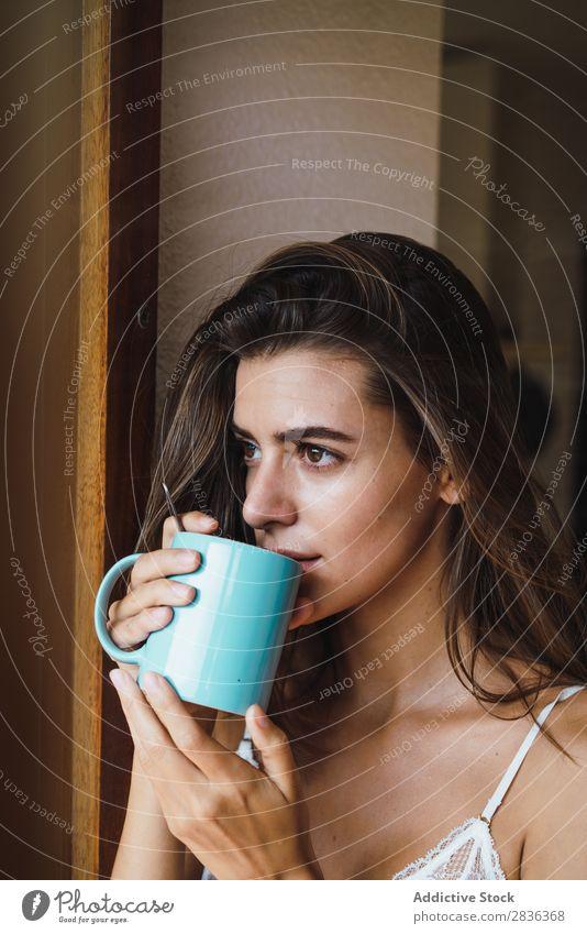 Frau im BH trinkt Kaffee Mensch Porträt hübsch attraktiv schön niedlich lieblich Spitze Freizeit & Hobby Morgen Erholung genießen ruhig Frieden Wärme heimwärts