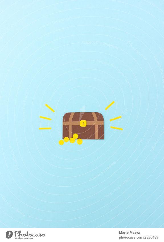 Holztruhe mit einem Schatz aus Gold blau Glück glänzend Geld entdecken geheimnisvoll Wunsch Suche Reichtum Kasten reich finden sparen Kapitalwirtschaft