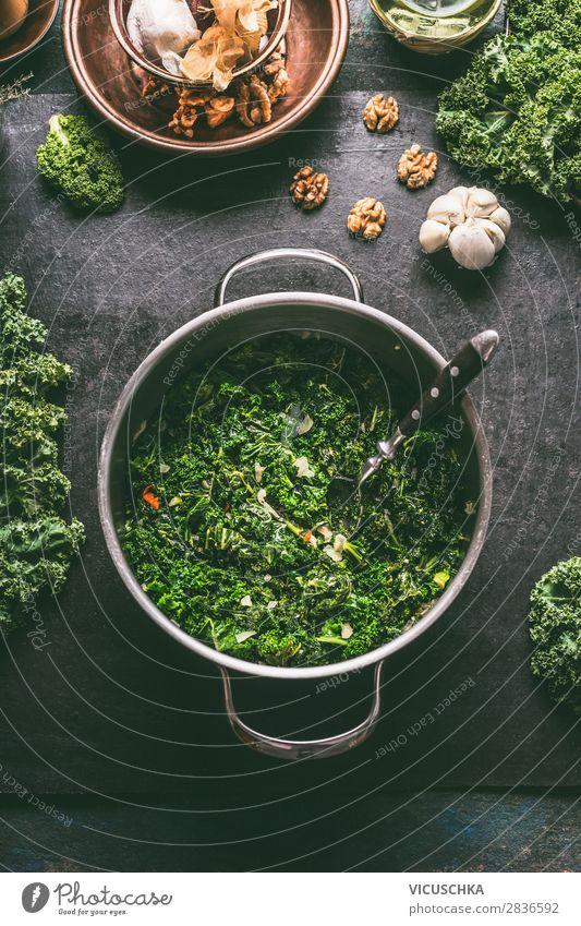 Grünkohl in Kochtopf Lebensmittel Gemüse Suppe Eintopf Ernährung Mittagessen Festessen Bioprodukte Vegetarische Ernährung Diät Geschirr Topf Löffel Stil Design