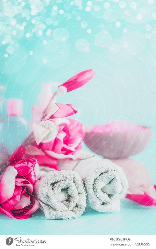 Handtücher mit rosa Blumen. Spa und Wellness Stil Design schön Körperpflege Haut Gesundheit Alternativmedizin Erholung Massage Natur Hintergrundbild Handtuch