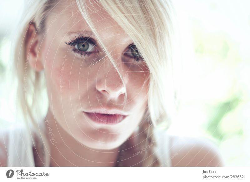 #231501 schön Gesicht Sommer Frau Erwachsene Auge Mund 18-30 Jahre Jugendliche blond beobachten Denken Kommunizieren träumen Freundlichkeit trendy einzigartig