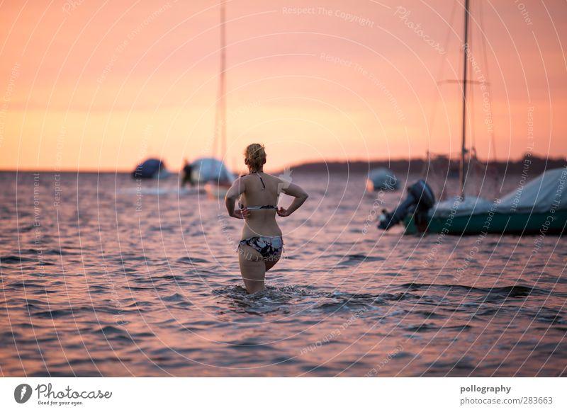 schöne Erfrischung Mensch Frau Himmel Natur Jugendliche Sommer Meer Landschaft Erholung Erwachsene Junge Frau feminin Leben 18-30 Jahre Horizont Körper