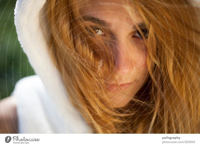 be my honey Mensch feminin Junge Frau Jugendliche Erwachsene Leben Kopf Auge 1 18-30 Jahre Kapuze Kapuzenpullover Haare & Frisuren blond langhaarig Pony Gefühle