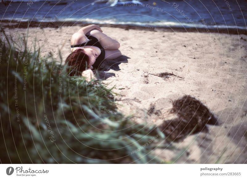siesta am strand Mensch Frau Natur Jugendliche Ferien & Urlaub & Reisen Wasser Sommer Pflanze Sonne Meer Strand Erholung Erwachsene Ferne Junge Frau feminin