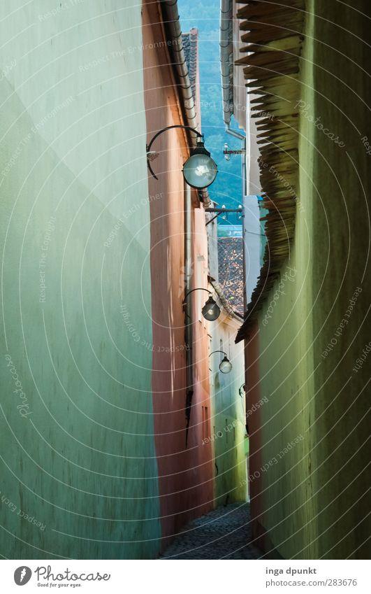 die längste Gasse brasov Siebenbürgen Rumänien Europa Kleinstadt Stadt Stadtrand Altstadt Menschenleer Bauwerk Gebäude Architektur Mauer Wand Sehenswürdigkeit