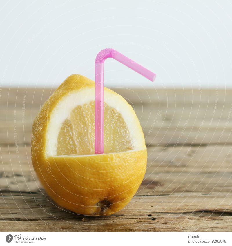 frische Zitronenlimo gelb Essen Frucht Lebensmittel Ernährung Getränk trinken Halm exotisch saftig Erfrischungsgetränk Durstlöscher sauer Limonade Zitrusfrüchte