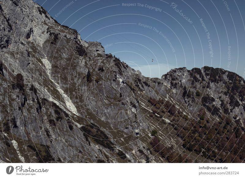 Mountain Berge u. Gebirge Stein Himmel blau grau Untersberg Gondellift Tag extrem Bergsteigen Bergsteiger Felsvorsprung Felsspalten Schlucht Felswand Felsen