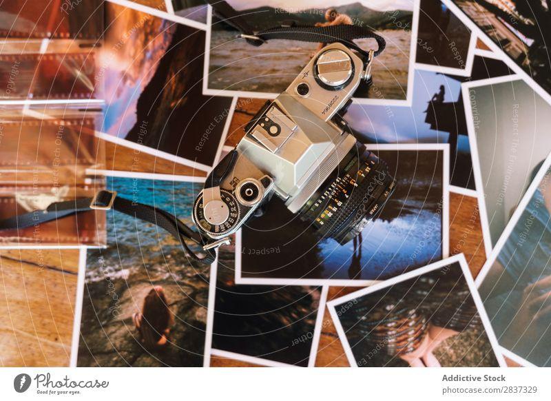 Gedruckte Fotos und Kamera Fotografie gedruckt Fotokamera Filmmaterial Zusammensetzung Spuren Bild Grafik u. Illustration Papier altehrwürdig Collage