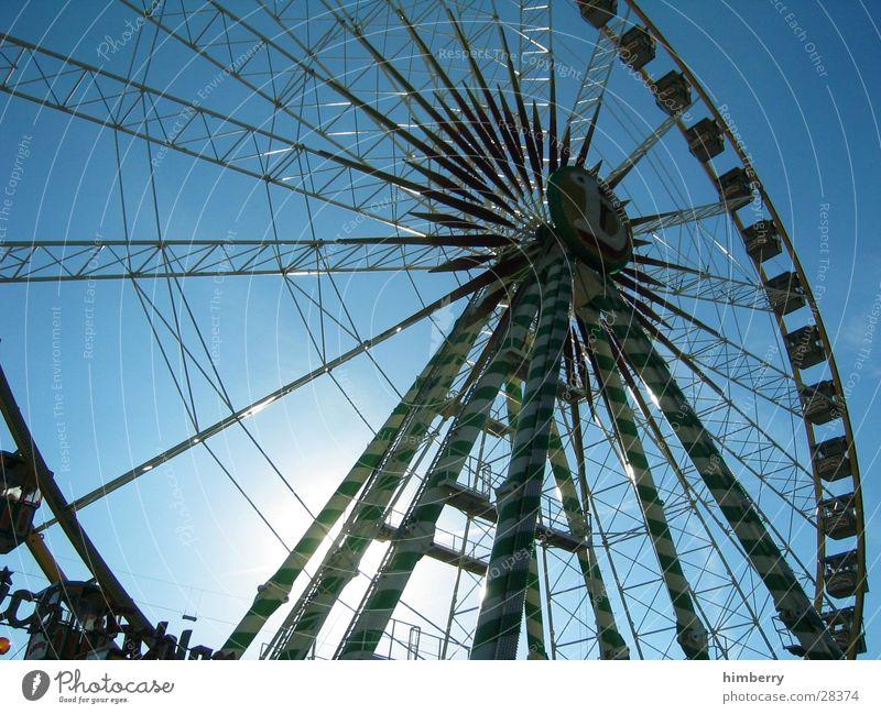 the big wheel Farbfoto mehrfarbig Außenaufnahme Detailaufnahme Menschenleer Textfreiraum links Textfreiraum rechts Textfreiraum oben Tag Abend Dämmerung Licht