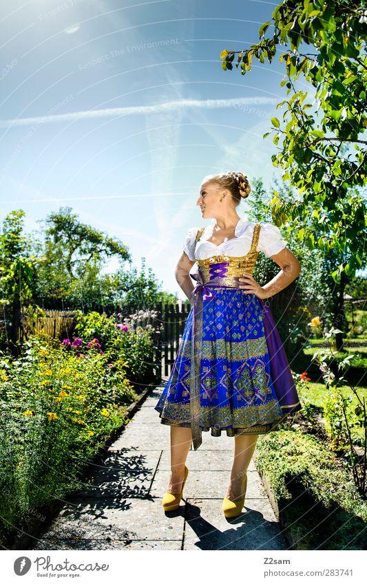 Madl II Jugendliche grün schön Sommer Baum Sonne Landschaft Erwachsene Junge Frau feminin Garten Stil 18-30 Jahre blond elegant Sträucher