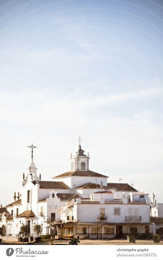 Tan cierto como hay Dios Ferien & Urlaub & Reisen Sommer Sommerurlaub Schönes Wetter El Rocio Festival Andalusien Spanien Dorf Kleinstadt Kirche Gebäude