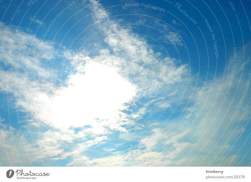 flufy sky II Himmel Wolken schlechtes Wetter Regenwolken Sturm Herbst träumen Tagtraum Sommer Sonne Luftverkehr Klima Graffiti