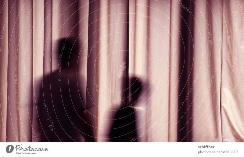 Geistertanz Mensch Kind Frau Erwachsene Mann 2 gehen violett schwarz geheimnisvoll Geister u. Gespenster geisterhaft Geisterhaus Unschärfe Bewegungsunschärfe