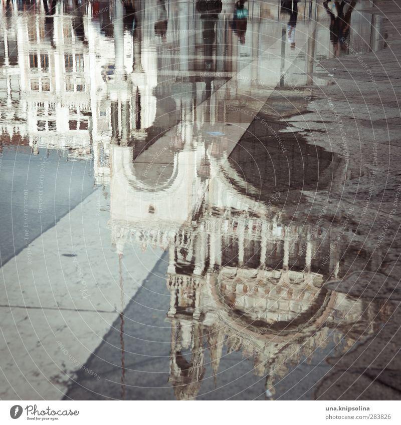 [900] unendlich ist die ferne Menschenmenge Wasser Venedig Italien Stadt Kirche Gebäude Architektur Sehenswürdigkeit Basilica di San Marco Markusplatz nass