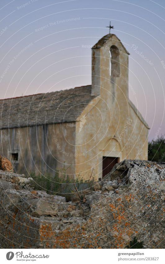 Alte Steinmauer vor Kirche in der Dämmerung Ferien & Urlaub & Reisen Tourismus Abenteuer Sommer Sommerurlaub Strand Meer Insel wandern Sonnenaufgang