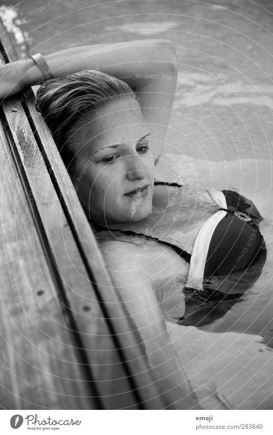 pool Mensch Jugendliche Wasser schön Sommer Junge Frau feminin Schwimmbad Bikini