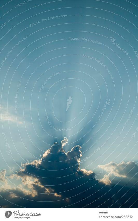 bewölkter Himmel Sonne Natur Luft Wolken Sonnenlicht Klima Wetter hell einzigartig natürlich blau weiß Freiheit Frieden Glaube Religion & Glaube Licht leer