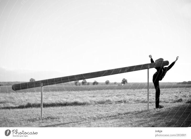 Trimm-Dich-Pfad Freude Gesundheit sportlich Fitness Leben Freizeit & Hobby Sport Sport-Training Sportler Mensch maskulin Junge Körper 1 Landschaft Herbst Wiese