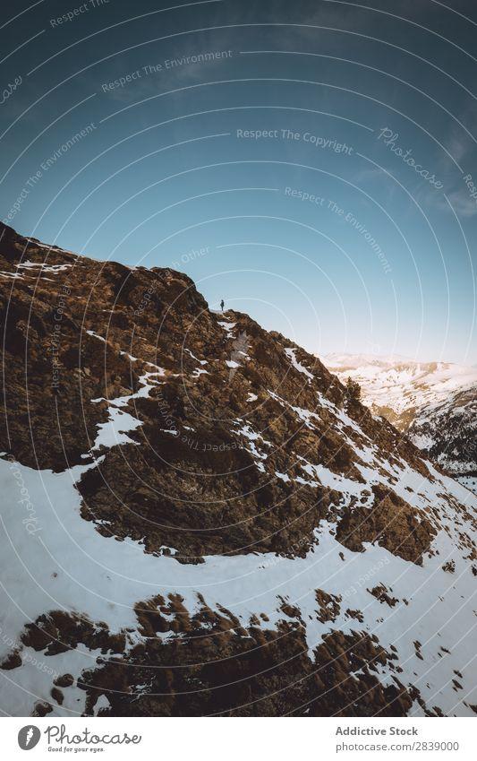 Malerischer Blick auf verschneite Hügel Winter Berge u. Gebirge Gebäude Schnee Landschaft Natur weiß Eis Jahreszeiten kalt Ferien & Urlaub & Reisen Wald Frost