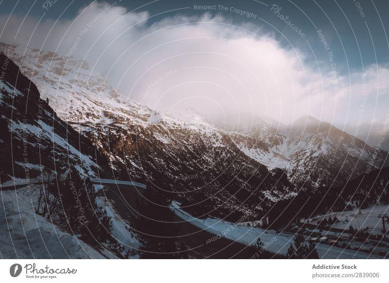 Straße im Winter Natur Hügel Berge u. Gebirge Schnee Landschaft weiß Eis Jahreszeiten kalt Ferien & Urlaub & Reisen Weg Wald Frost frieren Wetter ländlich