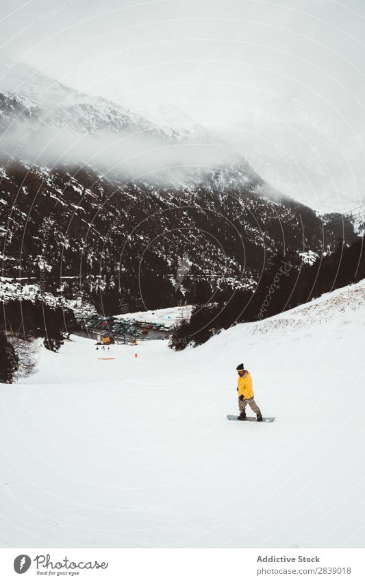 Touristische Snowboardtouren Mensch Reiten Sport Winter Hügel Berge u. Gebirge Schnee Landschaft Natur weiß Eis Jahreszeiten kalt Ferien & Urlaub & Reisen Weg